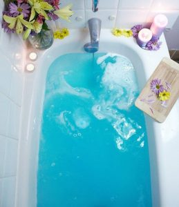 Bath bomb in water